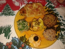 Салата със спанак и киноа, кюфтенца от спанак и киноа, лазаня с тиква и домашен хумус