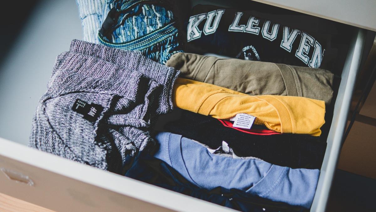 How to extend life of our clothes in the closet?/ Как да удължим живота на дрехите в гардероба си?